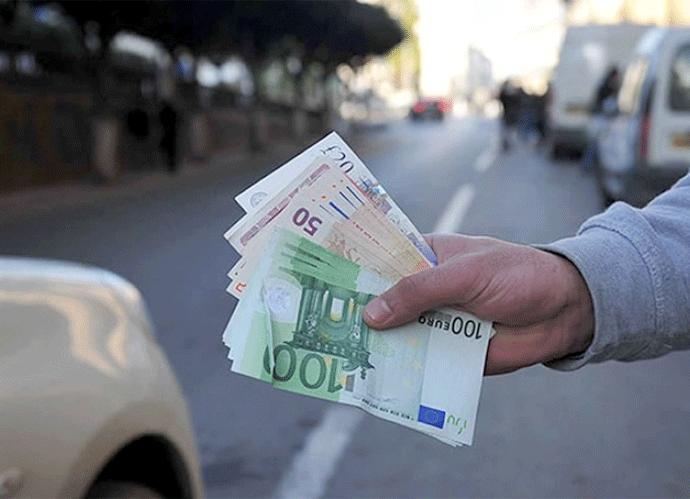 Marché noir : l'euro flambe de nouveau face au dinar algérien