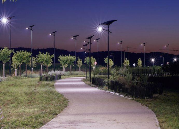Le lampadaire solaire se met en lumière dans l'Hexagone