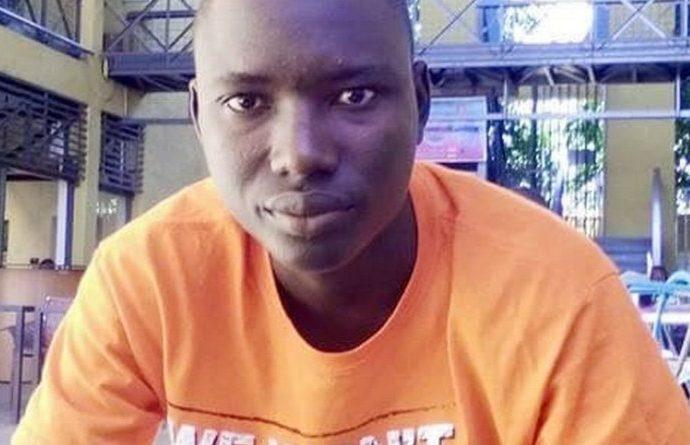 Modibo Ibrahima Kanfo, auteur de « Au-delà de l'apparence », lors de notre entretien sur son recueil « Le monde littéraire a déjà connu le vers blanc, le vers libre, le vers médaillé, mais il n'a pas encore connu le vers fantôme »
