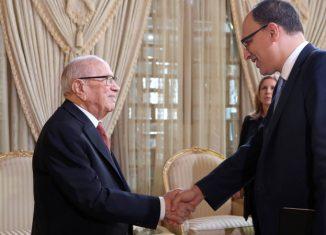Un ténor de Facebook, un Tunisien, offre à BCE ses services