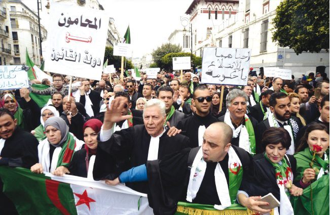 Le mouvement de protestation se poursuit : Les avocats rejoignent le peuple