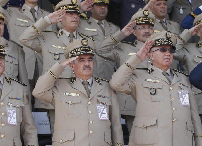 Algérie : Deux anciens commandants de régions militaires placés sous mandat d'arrêt