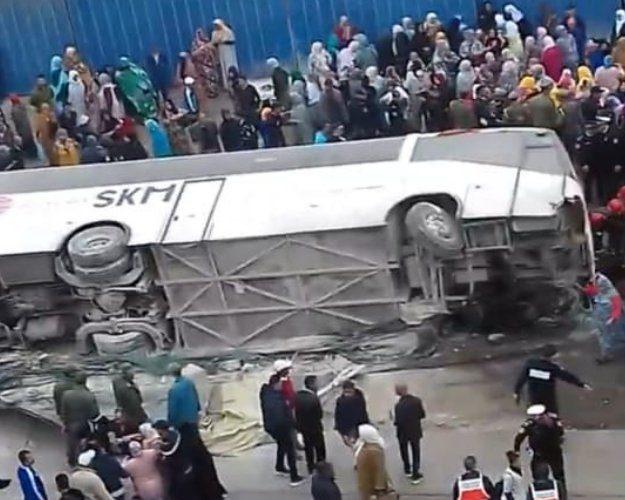 URGENT: UN BUS DE TRANSPORT DE PERSONNEL SE RENVERSE A AGADIR. PLUSIEURS MORTS