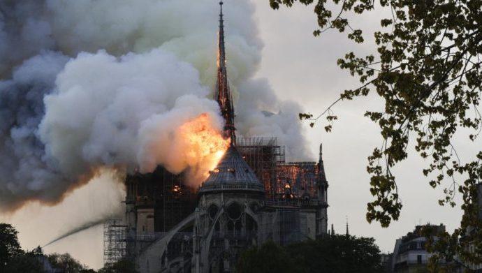 Elle envoie 2 200 Fcfa pour la reconstruction de Notre-Dame !