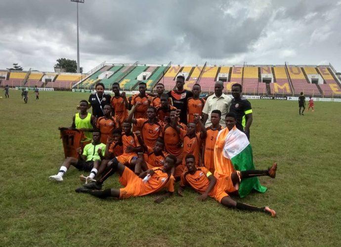 Afrique Tic2f 2019: le trophée à Clique Sport du Nigeria