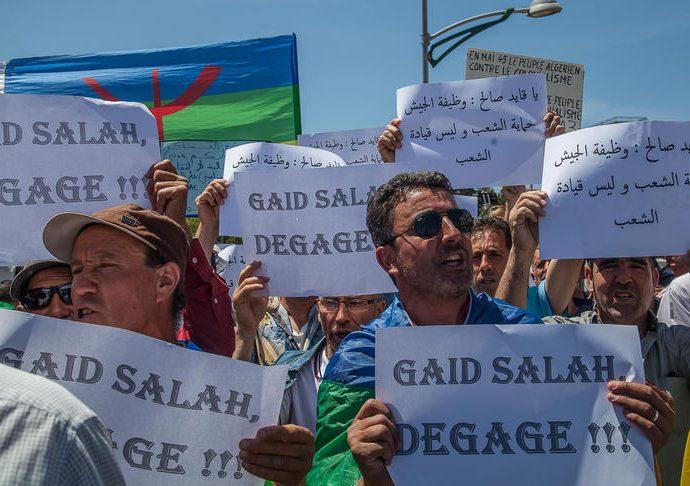 Gaïd Salah, le chef de l'armée algérienne, maintient sa volonté d'imposer des élections présidentielles le 4 juillet