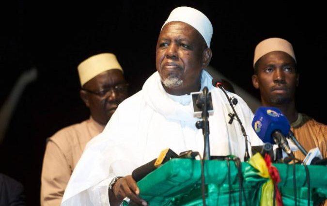 Un influent imam malien lance son mouvement et fait un pas de plus en politique