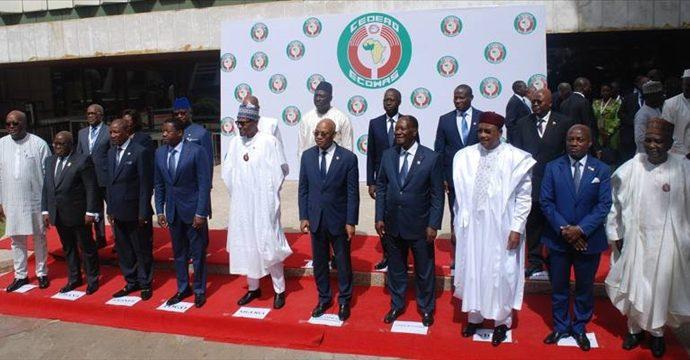 Recolonisation de l'Afrique francophone par la France: la complicité des dirigeants africains