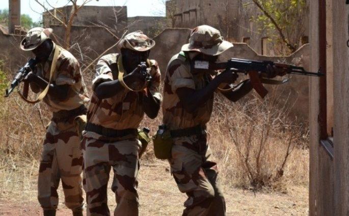 Attaques djihadistes récurrentes au Mali : l'armée quitte les zones reculées et exposées