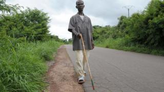 Deux lycéens sénégalais créent une canne intelligente pour les non-voyants