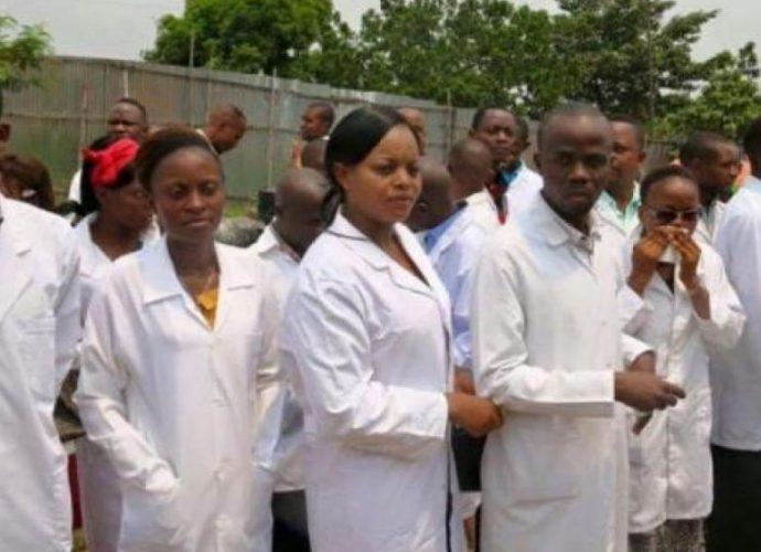 COVID-19 à Kinshasa: exposés à la contamination, les médecins réclament des conditions meilleures de travail