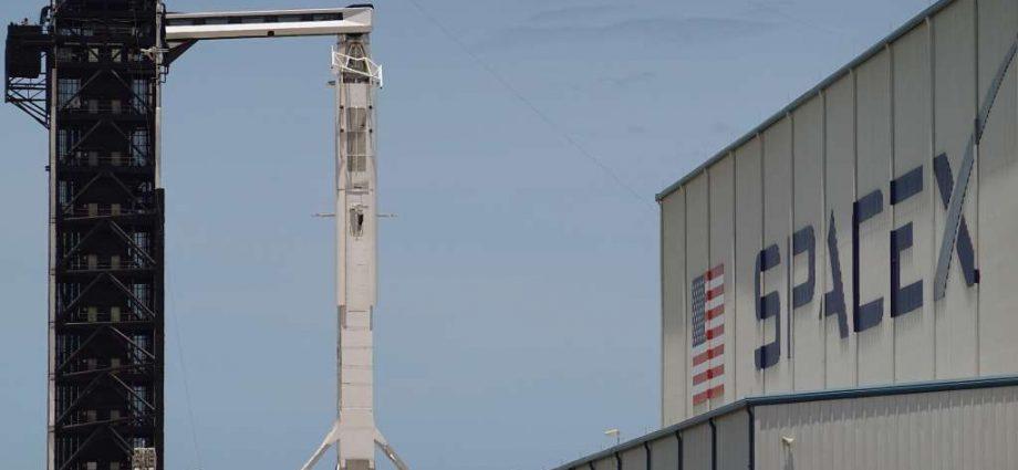 SpaceX va retenter de lancer son premier vol habité ce samedi