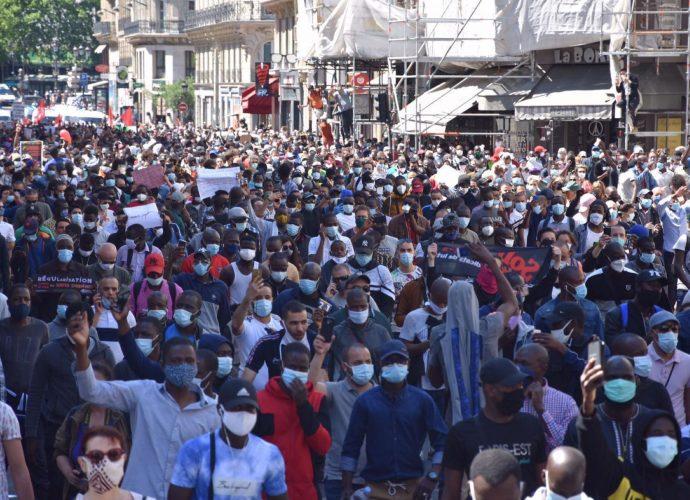 Paris : Manifestation des sans-papiers demandent la régularisation