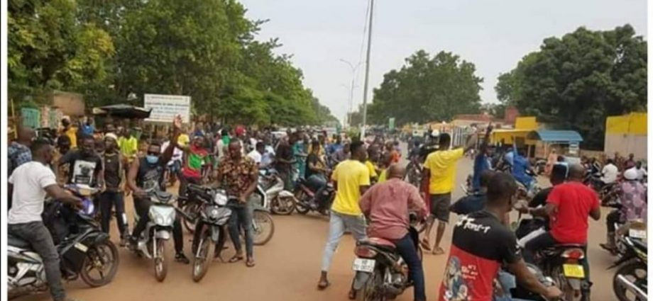 Revendication de la levée du couvre-feu à Bobo : Des manifestants dispersés par les forces de l'ordre