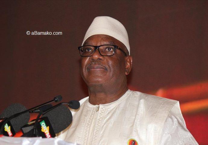 Coronavirus: le président malien gracie 400 détenus