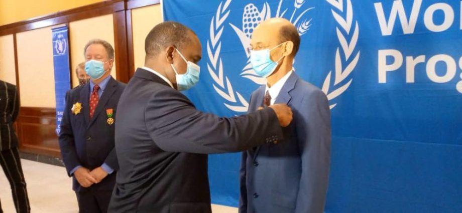 PAM Burkina : Le directeur exécutif et son représentant en fin de mission décorés