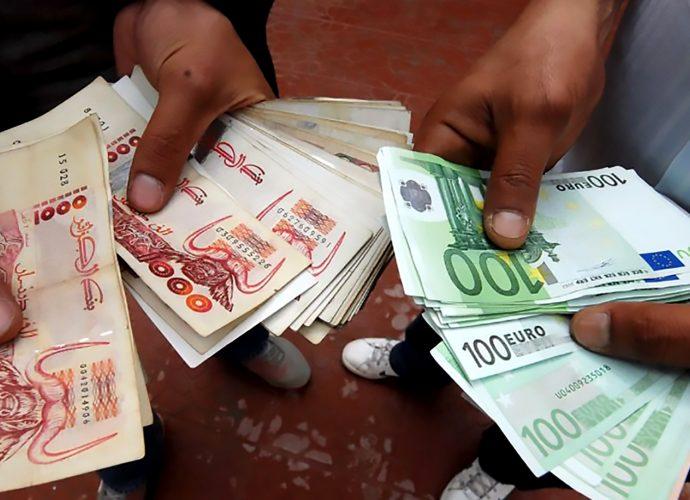 Taux de change de l'euro face au dinar algérien sur le marché noir (17/10/2020)