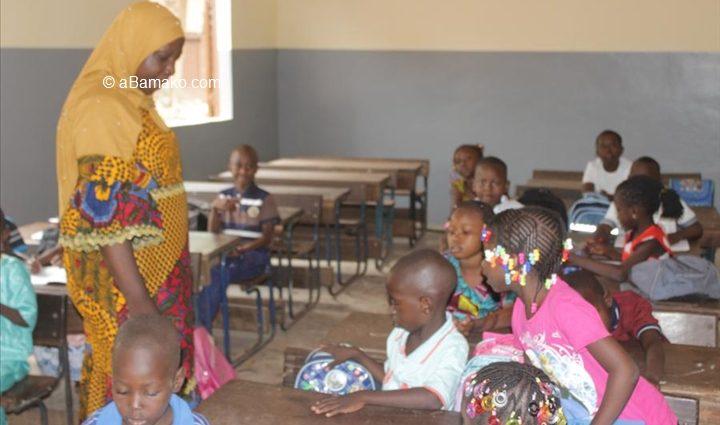Burkina Faso et Niger : à l'approche de la rentrée scolaire, la Force conjointe du G5 Sahel distribue 400 kits scolaires (Communiqué de presse)
