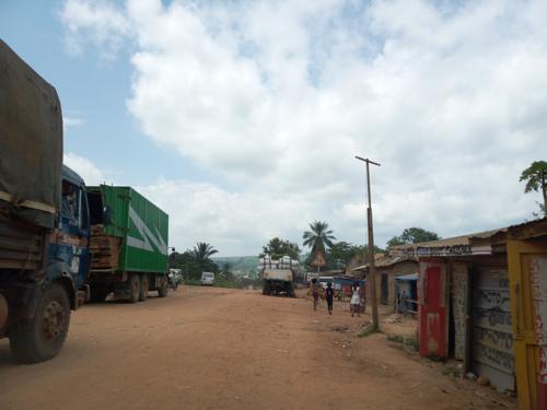 Ituri : David McLachlan-Karr promet une assistance aux déplacés de Komanda